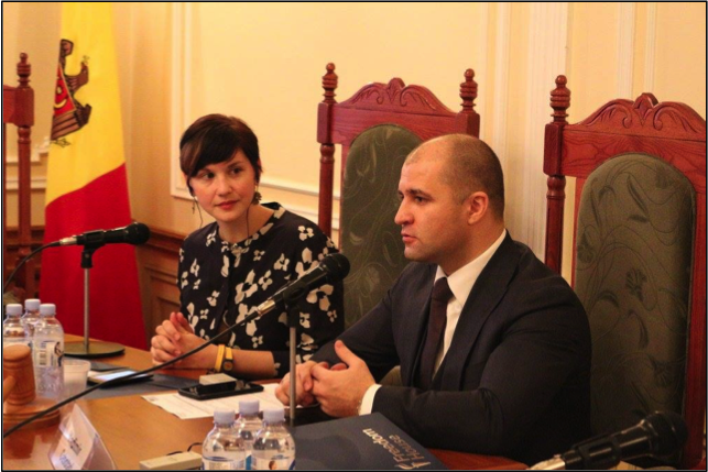 FH Program Officer Gina S. Lentine and former Minister of Justice Vladimir Cebotari at the November 16, 2017 roundtable