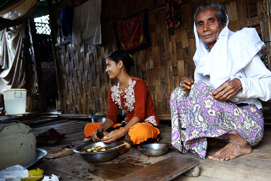 rohingya women food preparation