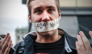 A man gestures during a protest in Moscow on August 26, 2017. Nearly 1,000 Russians protested during a demonstration against the intensification of surveillance and restrictions on the Internet, marked by at least eight arrests.